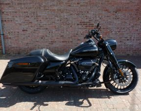NEW Touring FLHRS Road King Special 2017 Vivid Black