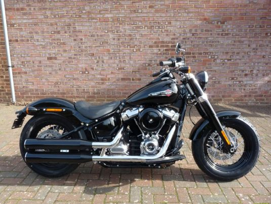 NEW FLSL Softail Slim 107 in Vivid Black 2018