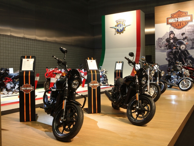 STREET™ 750 LAUNCH AT QATAR MOTOR SHOW