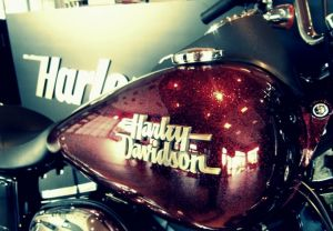 DYNA® STREET BOB® HARD CANDY CUSTOM™