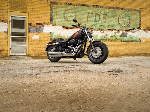 It's big, it's bold and it knows how to make an entrance. Wide stance, strong forks and strong drag-style handlebars. It's muscle with agility. It's true Harley-Davidson from start to finish.