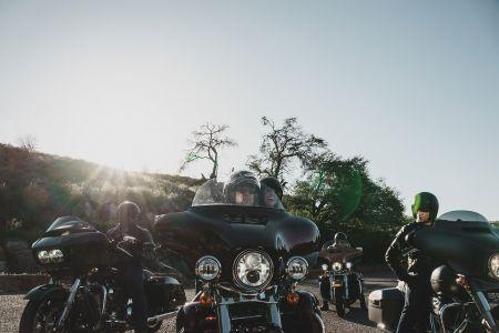 Летняя стоянка мотоциклов в