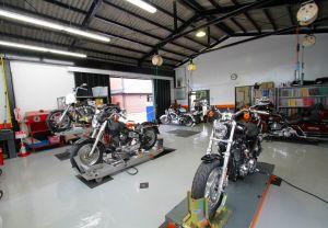 点検、車検、修理、カスタム。モーターサイクルのあらゆる整備を迅速に行う環境が整っています。