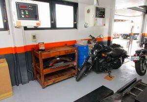当店は二輪専門の民間車検場です。忙しい方、車検をお急ぎの方に好評の日帰り車検にも対応。