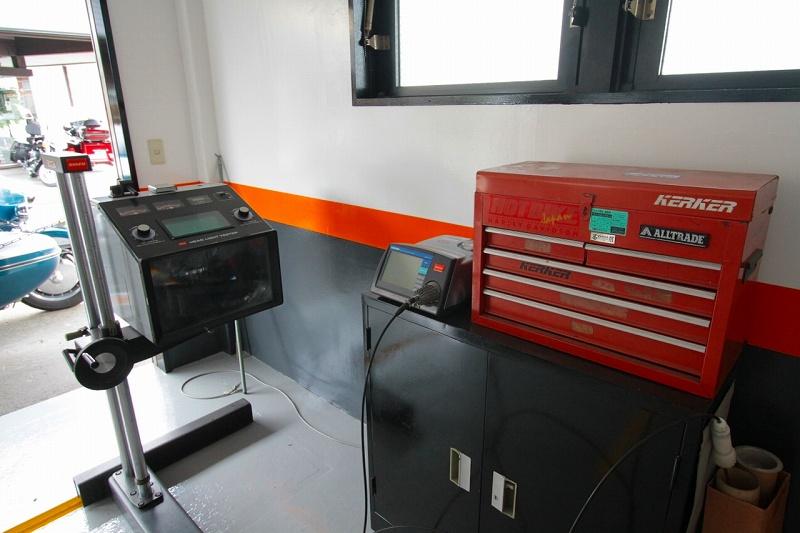 光軸調整・検査、排ガステストなど様々な項目を当店の検査員が適正に審査し、お客様の愛車の車検を円滑に行います。