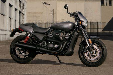 新しいハイアウトプットRevolution X™ 750 ccエンジンで体験する、魂を揺さぶるアドレナリン全開のライド。