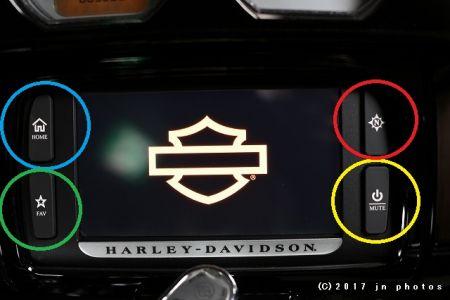 ブームボックスオーディオ(Harley Davidson Boom!™ Box)の操作方法。「いや〜、いっぱいスイッチがありますね しかし、操作に慣れてくると走りがもっと楽しくなります 。そして素晴らしい機能が盛り沢山です」徹底解説