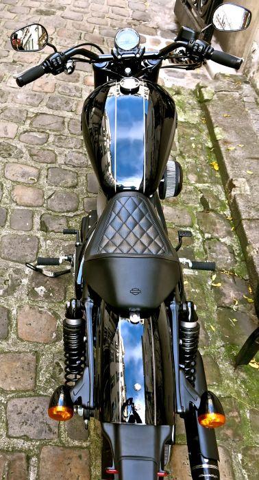 Préparation de moto Harley-Davidson sur base de Sportster Roadster. Réalisée par le concessionnaire ATS Harley-Davidson Paris Bastille.