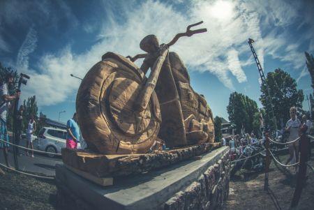 Kultikus emlékmű a Balaton-parton