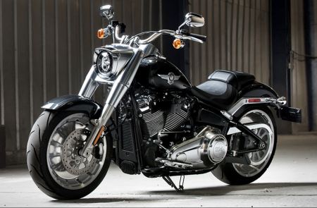 A HARLEY-DAVIDSON ELINDÍTJA A  BIG TWIN CUSTOM REVOLUTION-T