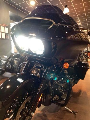 FLTRXS Road Glide Special