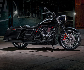 2018 FLHRXS ROAD KING<sup>®</sup> SPECIAL