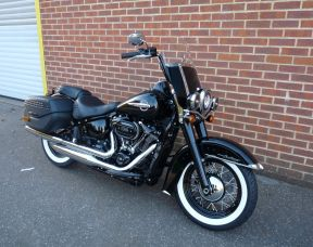 NEW FLHCS Softail Heritage Classic 114 Whitewall Tyres Vivid Black 2018