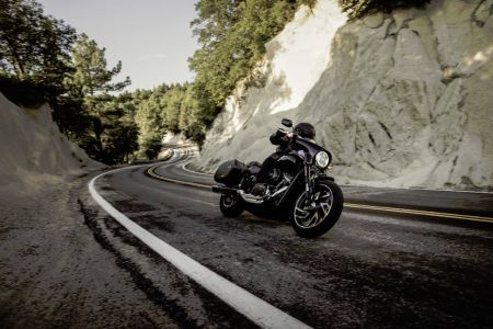 THE NEW HARLEY-DAVIDSON SPORT GLIDE HANDLING AGILITY MEETS LONG HAUL ABILITY