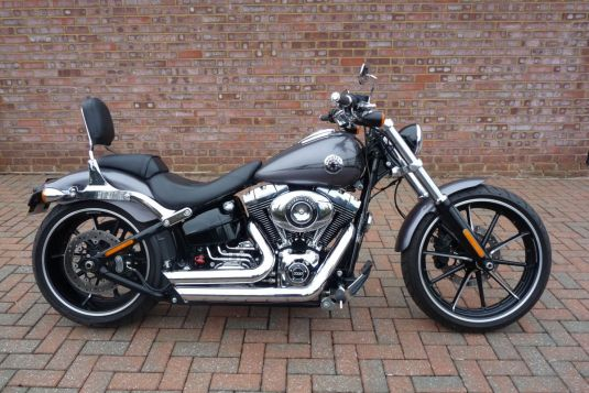 2015 FXSB Softail Breakout in Charcoal Pearl, Full Stage One Just 1,700 miles