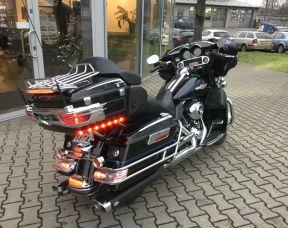 Harley-Davidson FLHTCU 103