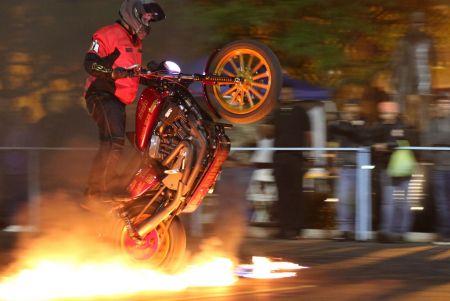 Stunt Show with 1 Wheel Revolution