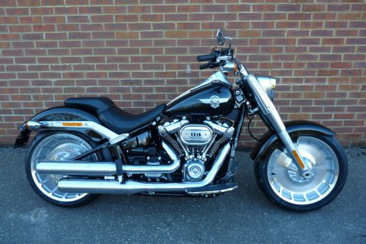 NEW 2018 FLFBS Softail Fat Boy 114 in Vivid Black