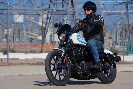Ultimate Motorcycling recently reviewed the Iron 883