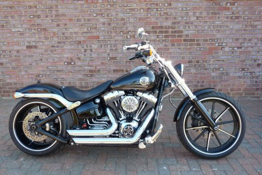 2016 FXSB Softail Breakout Vivid Black Full Stage One, Reach Handlebars