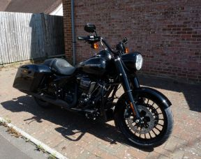 2018 FLHRXS Touring Road King Special Vivid Black