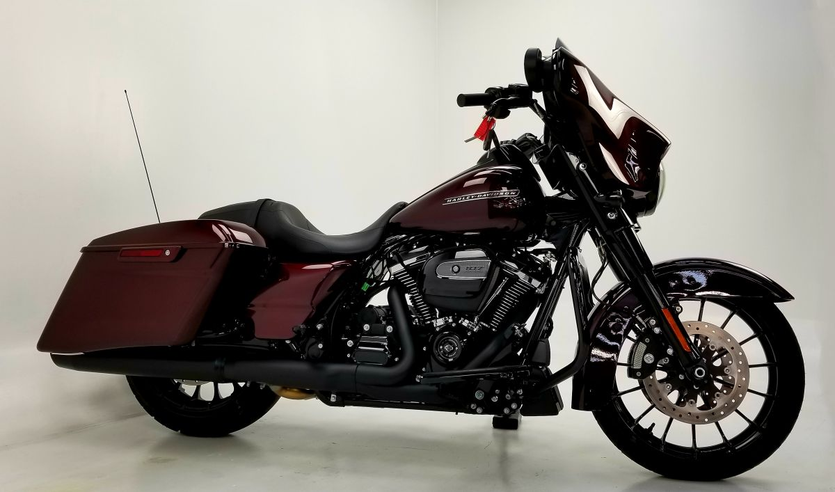 2018 Street Glide Special twisted cherry