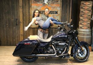 Nathan and Jessenias new 2019 Road King Special! (First 2019 sold)