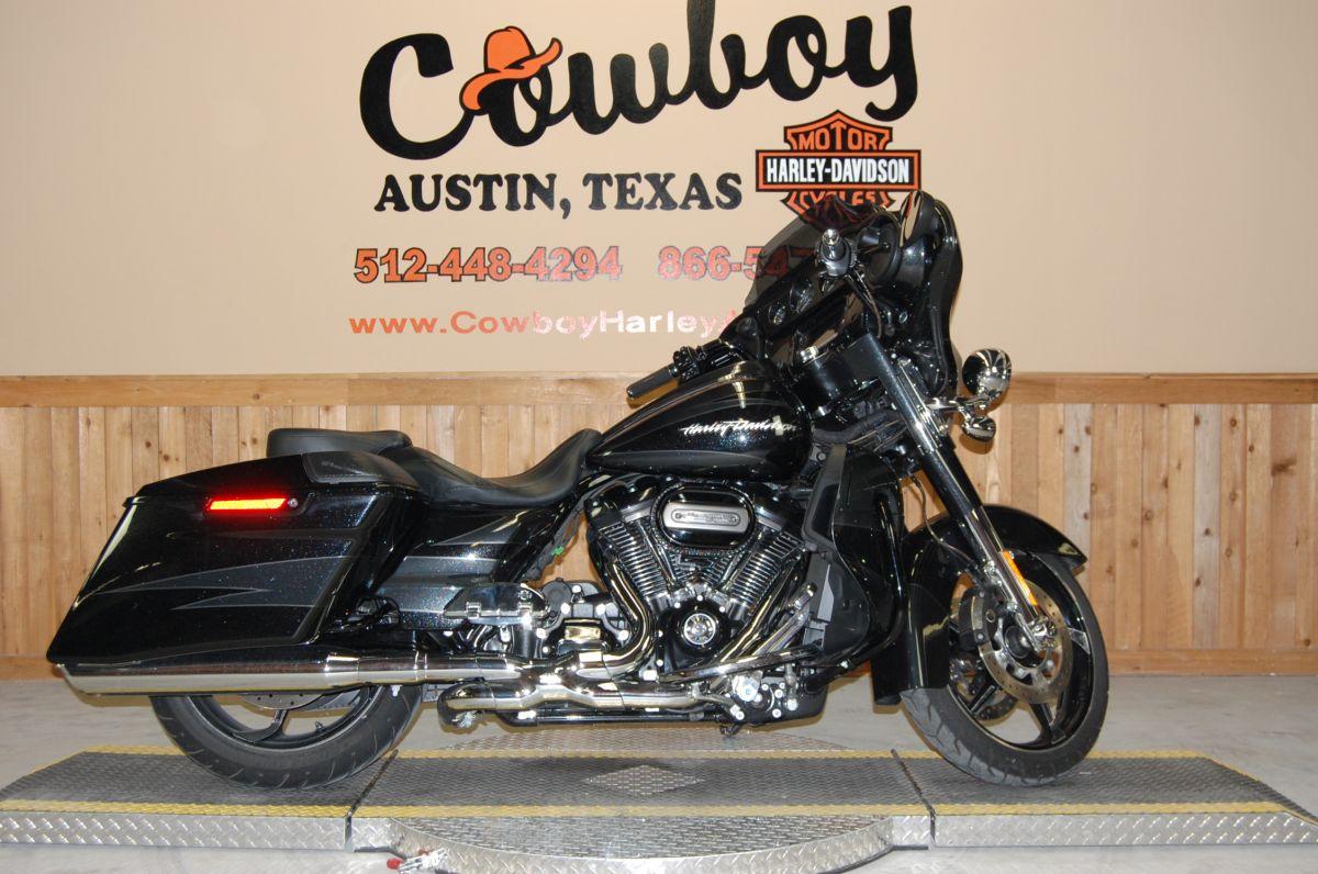 2017 Harley-Davidson FLHXSE CVO™ Street Glide<sup>®</sup>