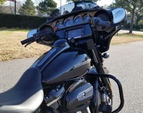 FLHXS 2018 Street Glide<sup>®</sup> Special