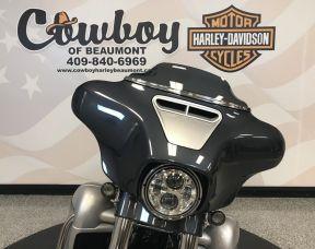2019 Harley-Davidson<sup>®</sup> FLHXSE — CVO<sup>™</sup> Street Glide<sup>®</sup>