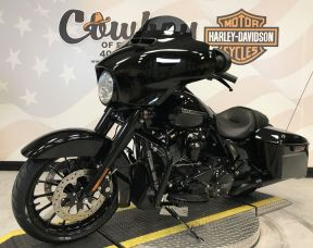 2019 Harley-Davidson<sup>®</sup> FLHXS — Street Glide<sup>®</sup> Special