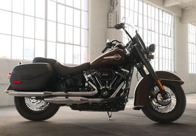 2019 Harley-Davidson<sup>®</sup> FLHCS — Softail<sup>®</sup> Heritage Classic 114