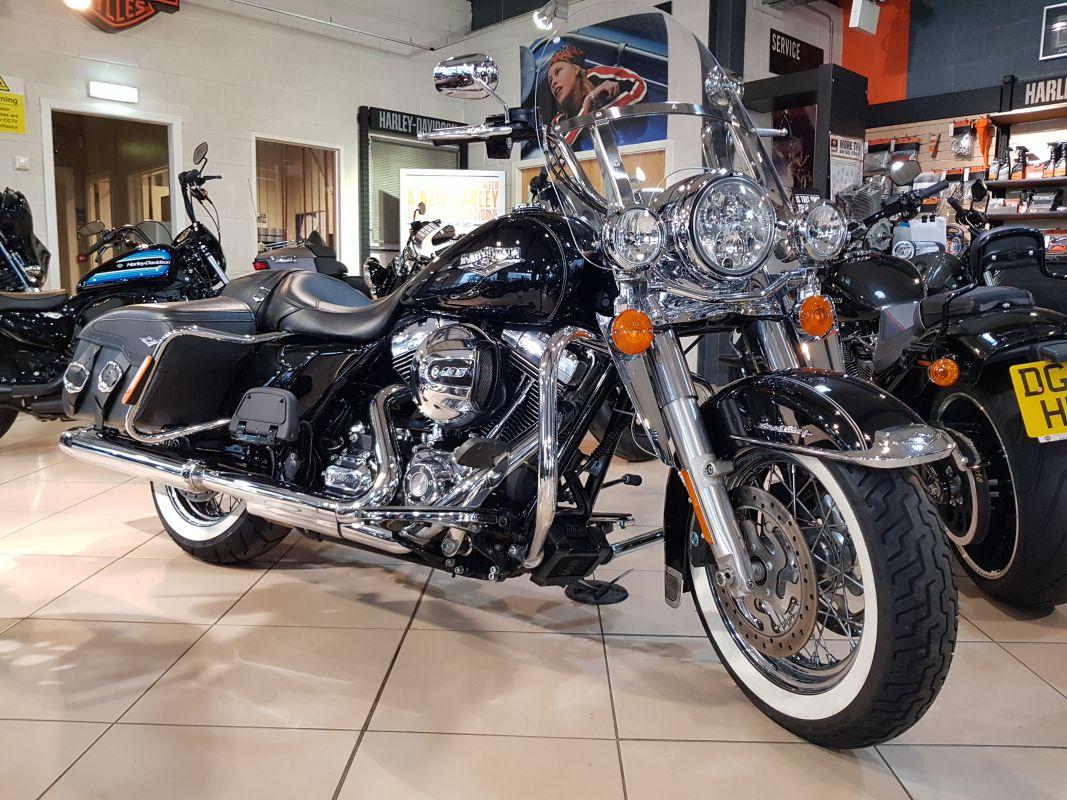 Harley Davidson: 2015 Harley Davidson Road King Classic FLHRC