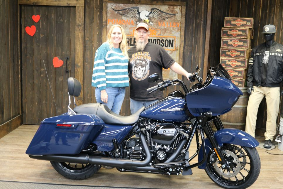 Bruce and Stephanies new Road Glide Special!