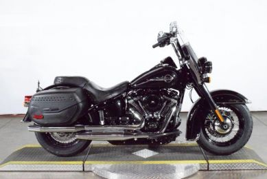 2018 HARLEY-DAVIDSON® HERITAGE SOFTAIL® CLASSIC   FLHC