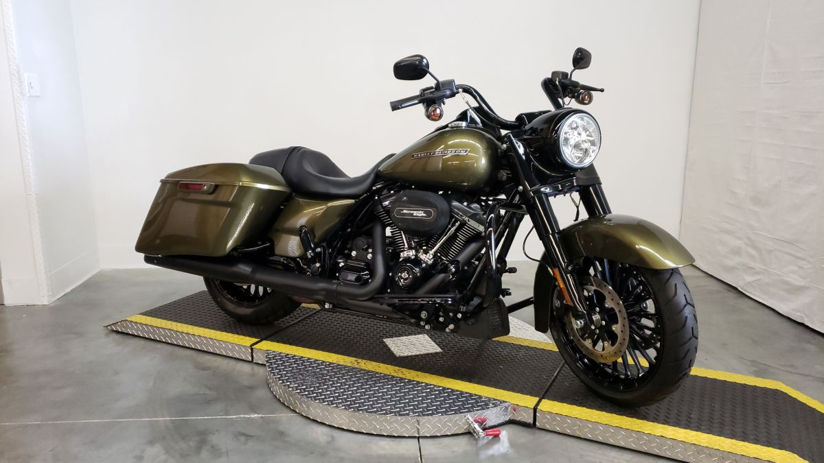 2018 HARLEY FLHRXS - Touring Road King<sup>®</sup> Special