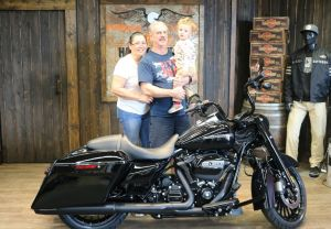 Kenneth and Yvettes new Road King Special!