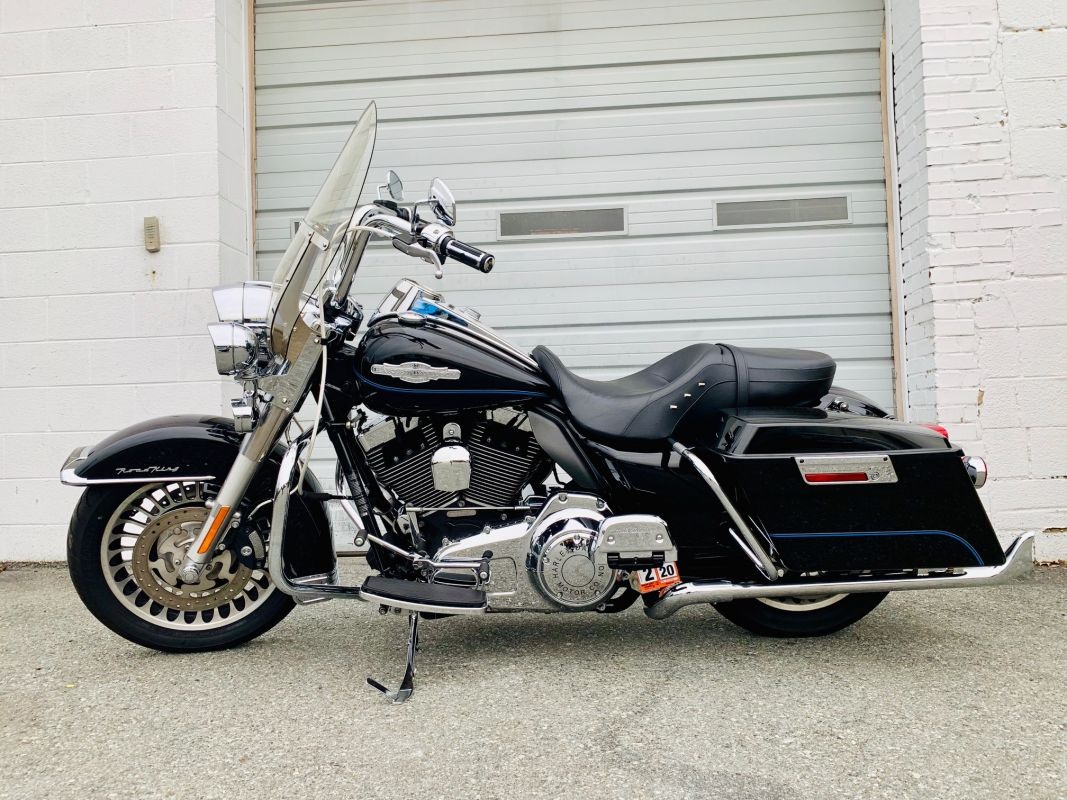 2009 Harley-Davidson® FLHR SHRINE ROAD KING