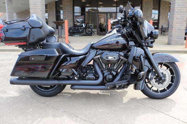 2010 Harley-Davidson® FLHTCUSE5 - CVO™ Ultra Classic® Electra Glide