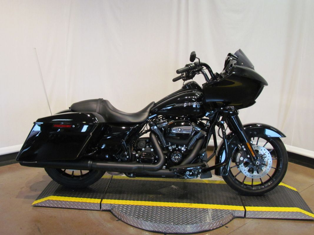 2018 FLTRXS Road Glide Special
