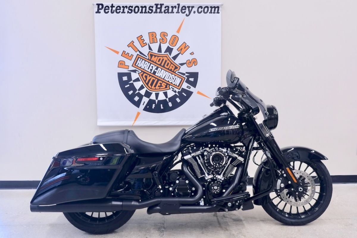 2018 Road King Special in Vivid Black