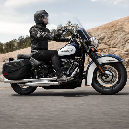 RIDE HOME ON A 2019 HERITAGE CLASSIC MOTORCYCLE WITH PAYMENTS AS LOW AS $297/MONTH*.
