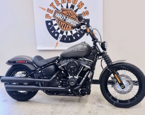 2019 Street Bob in Industrial Gray Denim