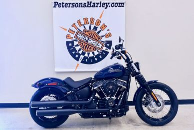 2019 Street Bob in Billiard Blue