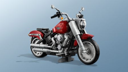 MOTOBRAUCĒJI UZGAVILĒ, LEGO GRUPAI IEVIEŠOT LEGO® CREATOR EXPERT HARLEY-DAVIDSON® FAT BOY®