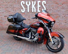 2017 Harley-Davidson FLHXSE Touring CVO Street Glide Sunburst Orange/ Starfire Black