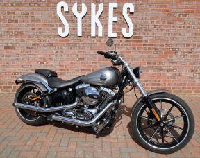 2016 Harley-Davidson FXSB Softail Breakout in Billet Silver