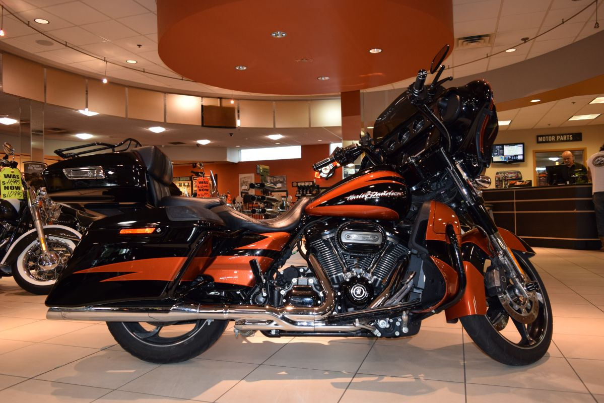 2017 Harley-Davidson Touring FLHXSE CVO Street Glide