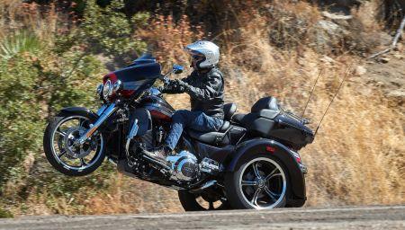 2020 Harley-Davidson CVO Tri Glide first ride, first... wheelie?