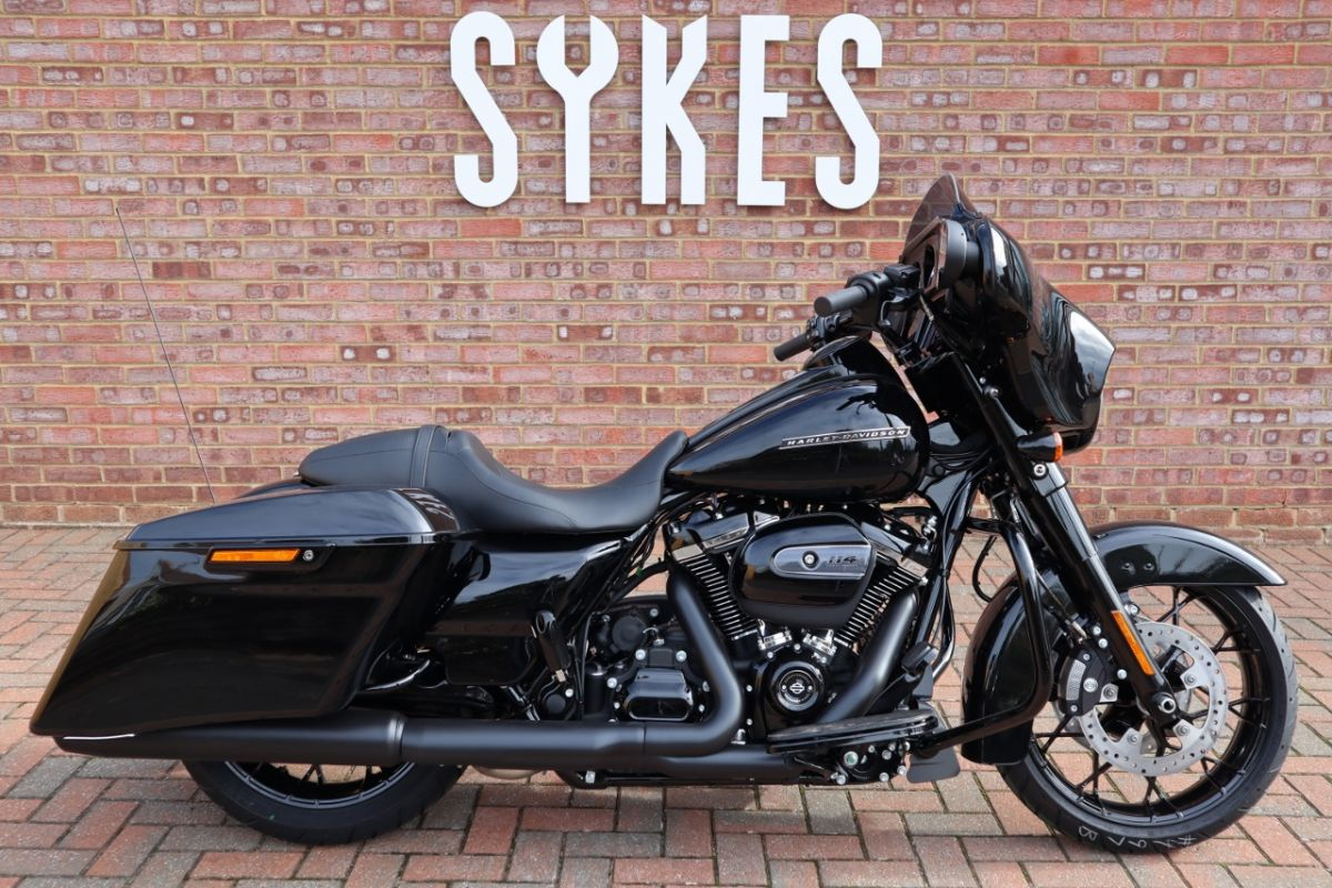 2020 Harley-Davidson FLHXS Touring Street Glide Special in Vivid Black
